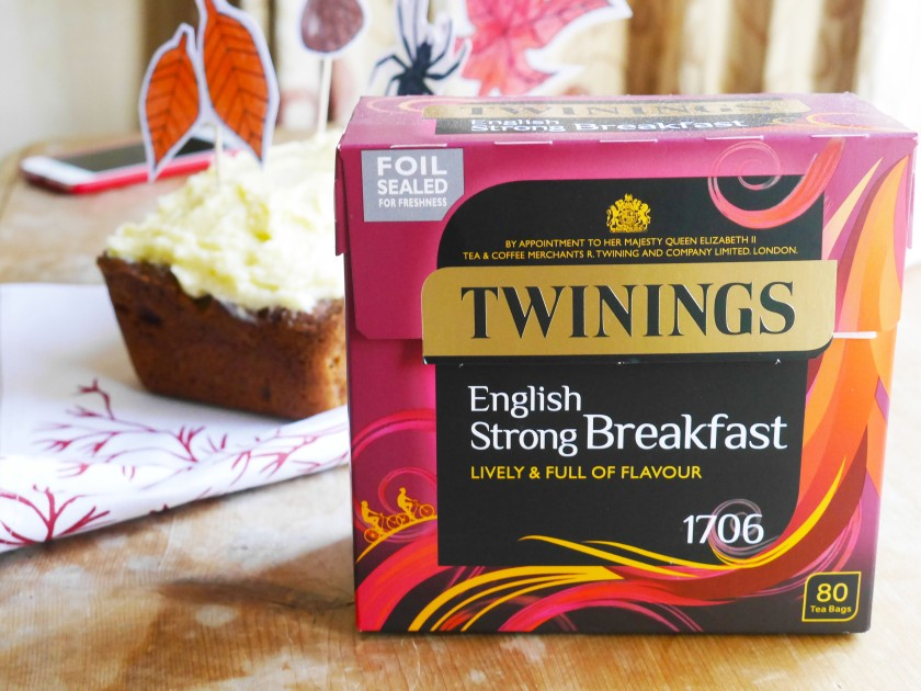 Toffee Apple Loaf Cake / Twinings Strong English Breakfast